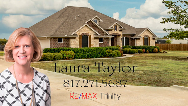 laura-taylor-at-your-service